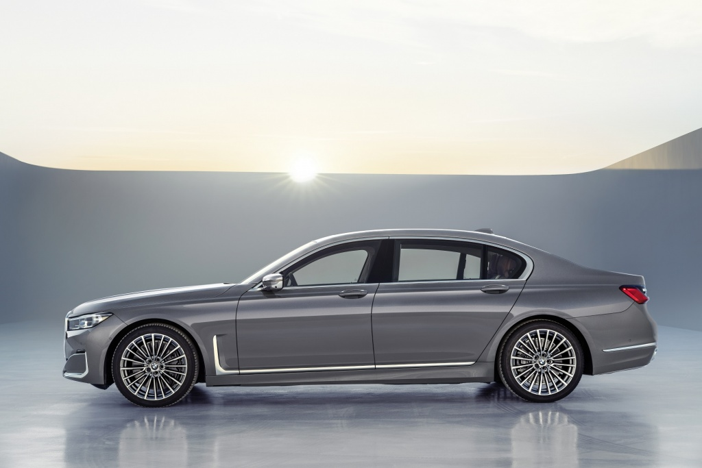 P90333082_highRes_the-new-bmw-7-series.jpg